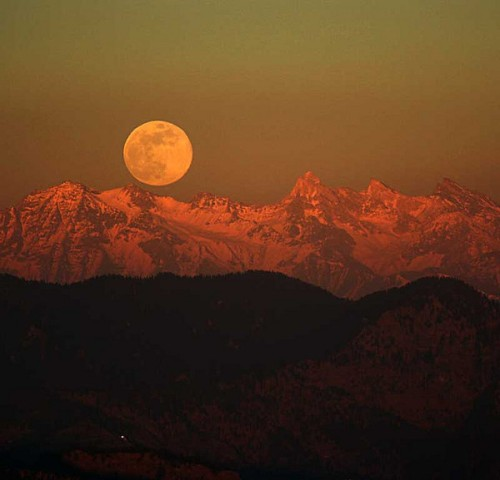 himalayan-moonrise-1_l