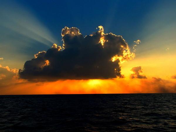 cloud-in-the-sunlight_l