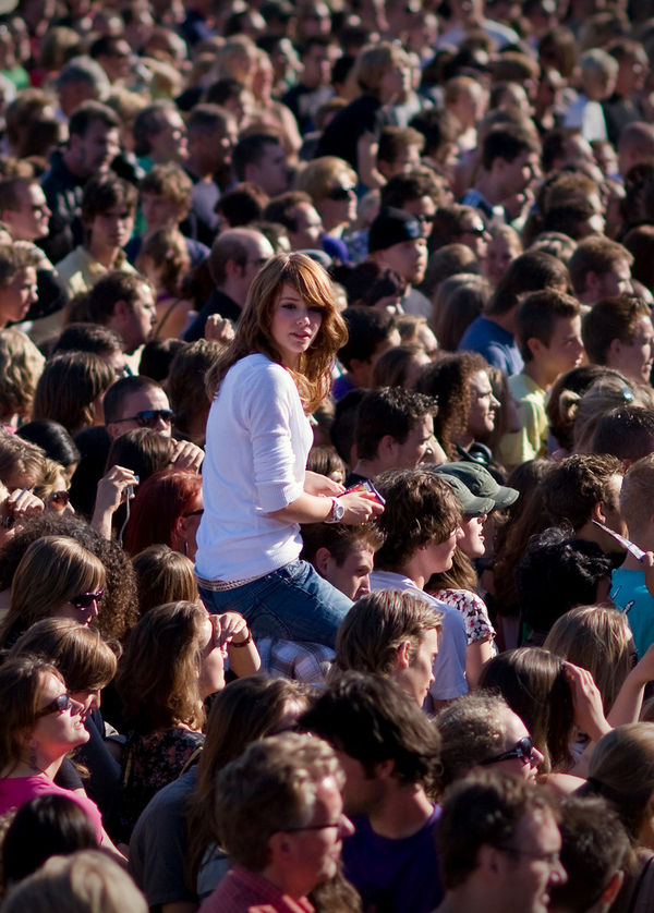 parkpop-2008-the-girl-in-the-crowd_l